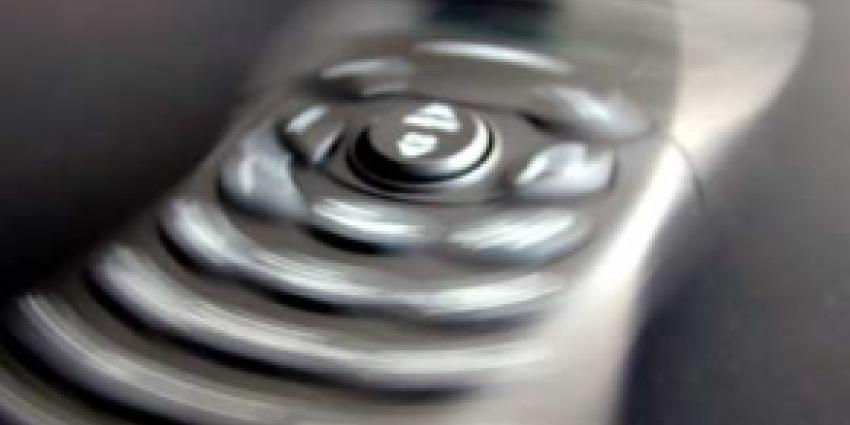 Aanhoudingen in gedwongen afsluiten telefoonabonnementen