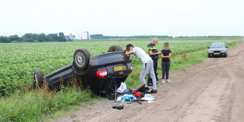 Auto op zijn kop in Gasselternijveen