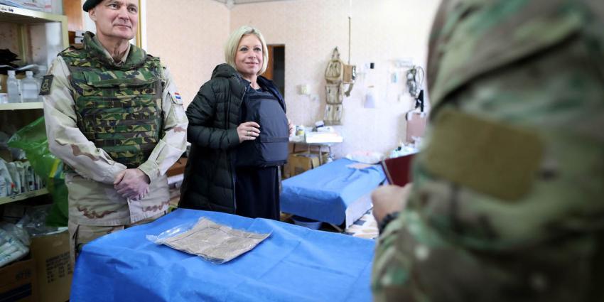 Hennis bezoekt militairen in Iraakse Mosul