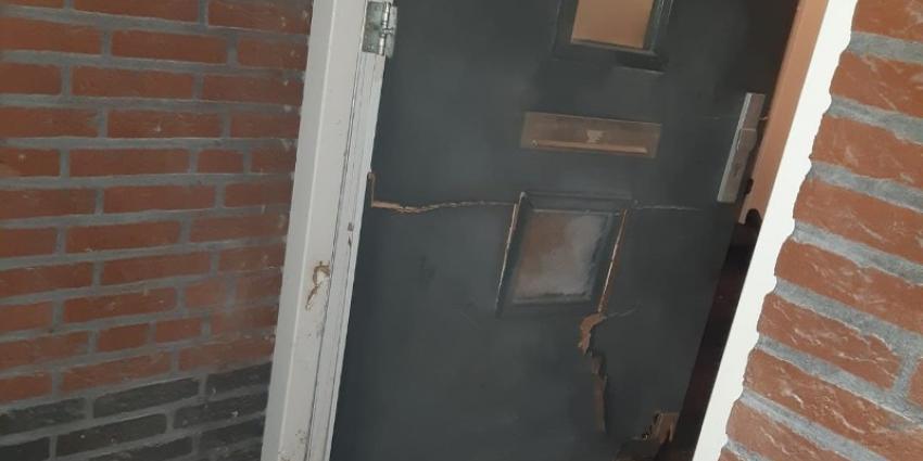 Zwaar beschadigde voordeur