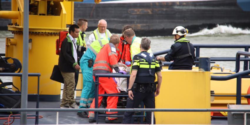 Man met brandwonden op vrachtschip