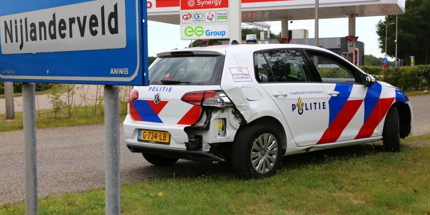 beschadigde politieauto