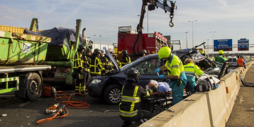 Zeven gewonden bij aanrijding op A15 | Flashphoto | www.flashphoto.nl