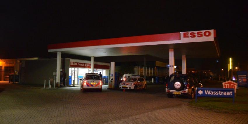 Politie onderzoekt gewapende overval op tankstation in Hoogezand