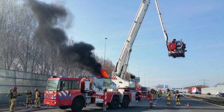 Brandende vrachtwagen op A8 zorgt voor hinder avondspits
