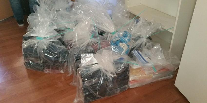 Politie tref 20 kilo cocaïne in bestelwagen aan, 2 aanhoudingen