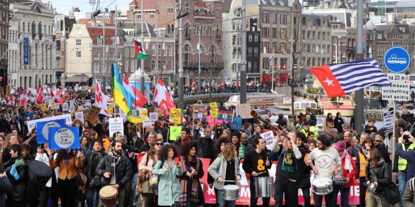 Duizenden demonstranten tegen racisme
