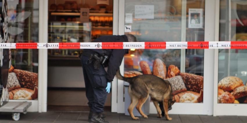 Politie vindt bebloed mes en start onderzoek