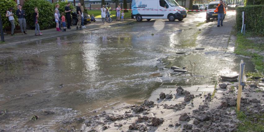 Straat Vlaardingen blank door breuk waterleiding