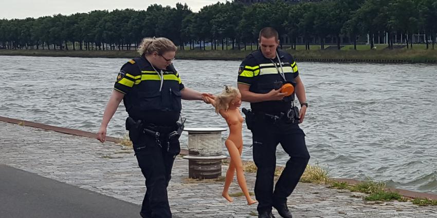 Politie redt pop uit Amsterdam Rijnkanaal