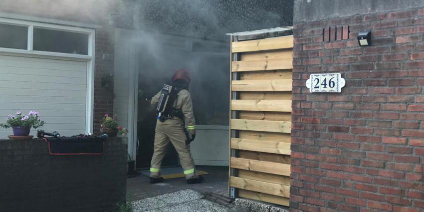 Brandweer blust woningbrand in Groningen