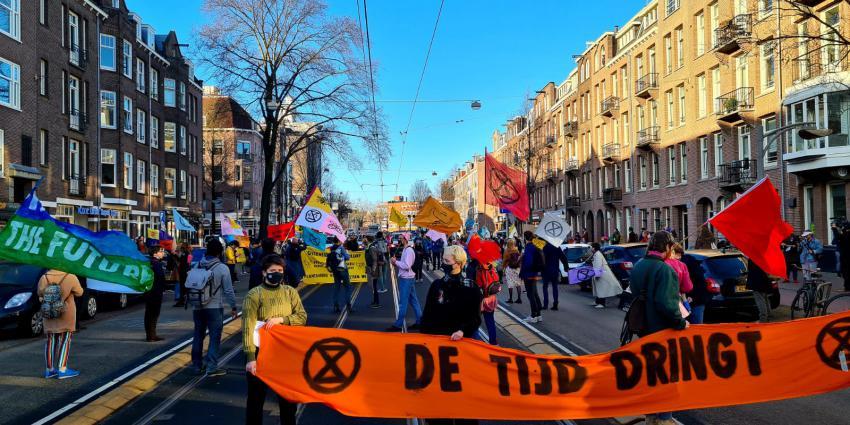 Demonstranten op Overtoom