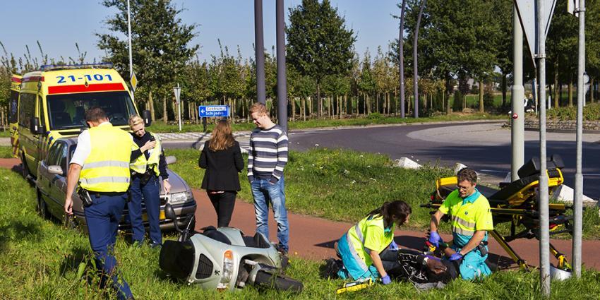 Foto van ongeval met bromfiets   Persburo Sander van Gils   www.persburausandervangils.nl