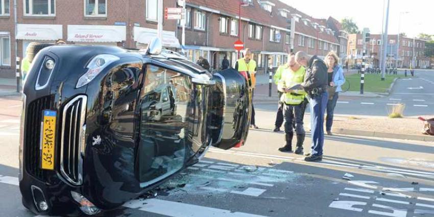 Foto van auto op zijn kant   Aneo Koning   www.fotokoning.nl