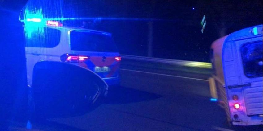Gestolen auto geramd door politieauto op A2