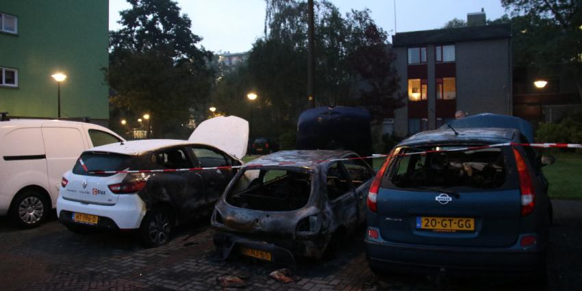 Drie wagens in brand in Schiedam