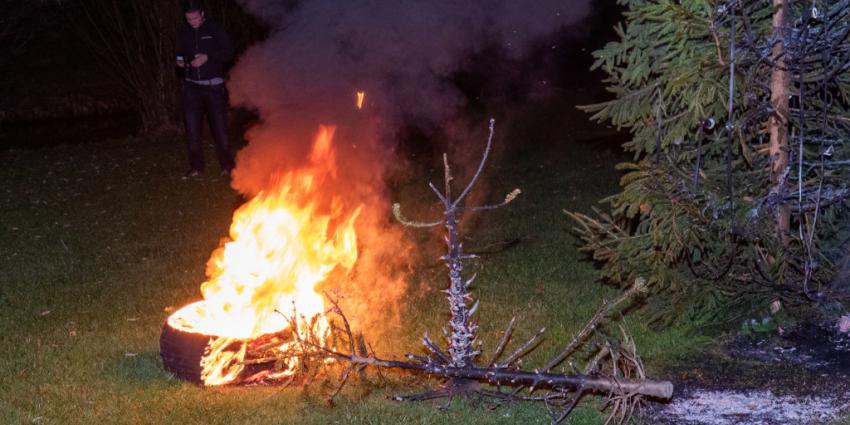 Brandweer blust kerstboom en band