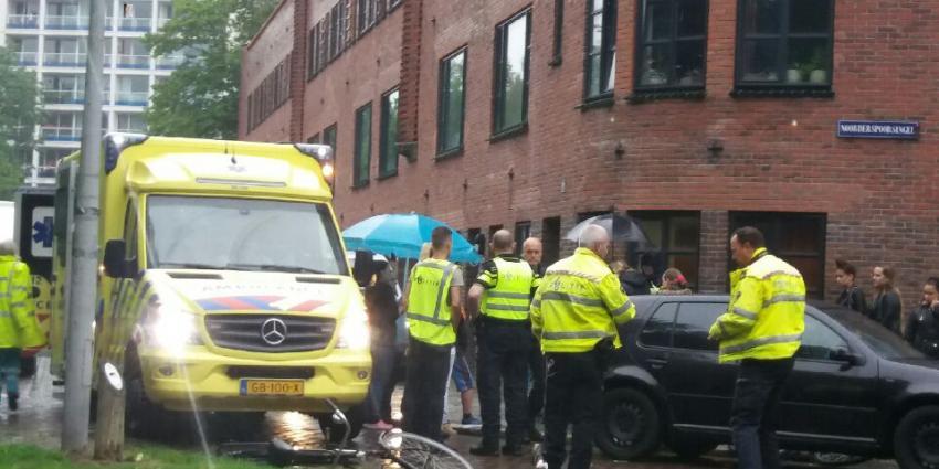 Fietser (11) aangereden door automobilist