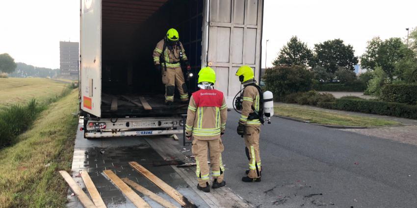 Vernielingen en trailer in brand gestoken