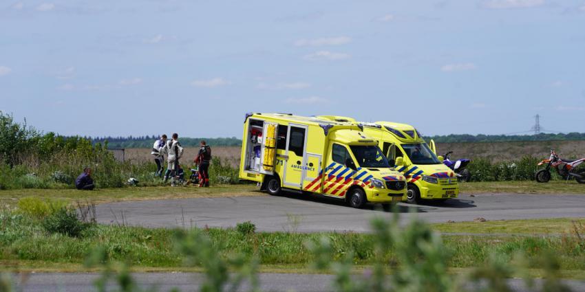 Ambulances bij ongeval in Nieuw-Weerdingen