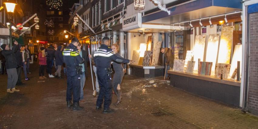 Zeker 19 ruiten gesneuveld door vuurwerkbom