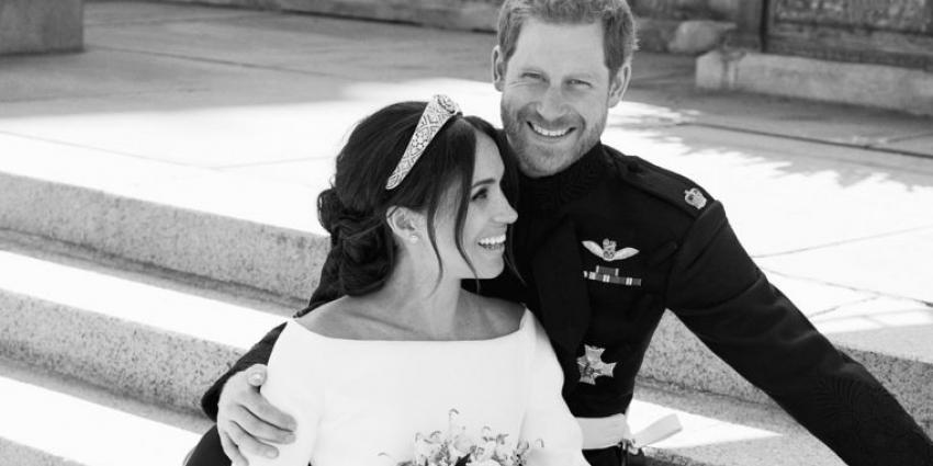 Britse koningshuis deelt trouwfoto's Meghan en Harry