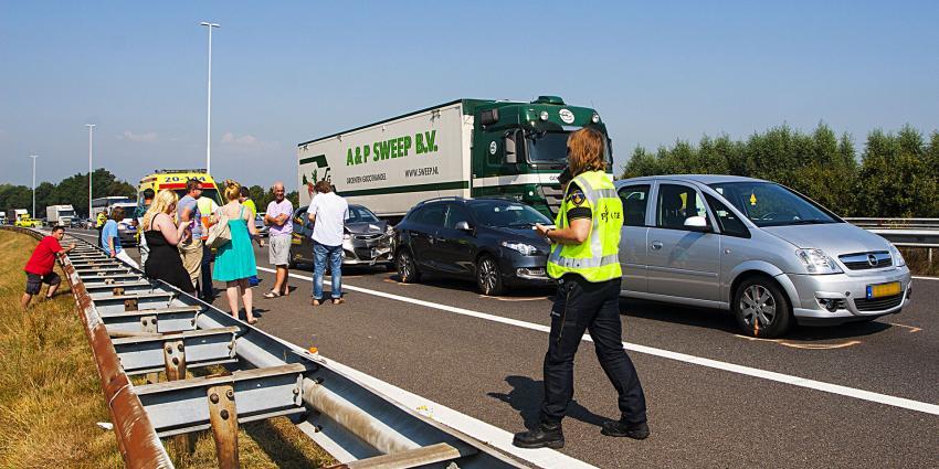 Gewonde bij kop-staartbotsing op snelweg A58 bij Oirschot