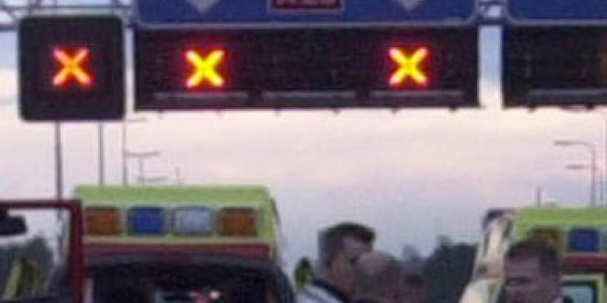 Vrachtwagenchauffeur komt om het leven na aanrijding pijler viaduct op A28