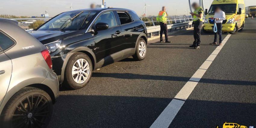 Politie prijst helden voor ingrijpen bij onwel geworden automobilist op snelweg A5