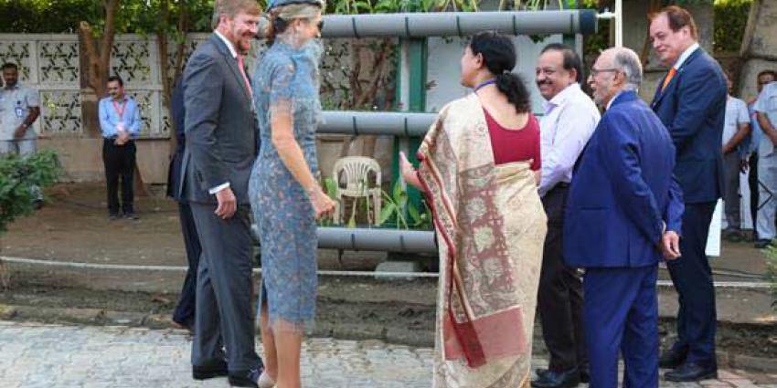 Koningspaar opent afvalwaterzuiveringspilot in New Delhi