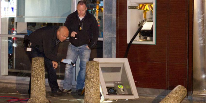foto van ramkraak geldautomaat   Flashphoto   www.flashphoto.nl