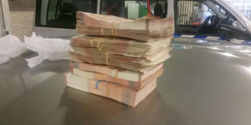 Niet-handsfree bellen kost verdachte 45.000 euro