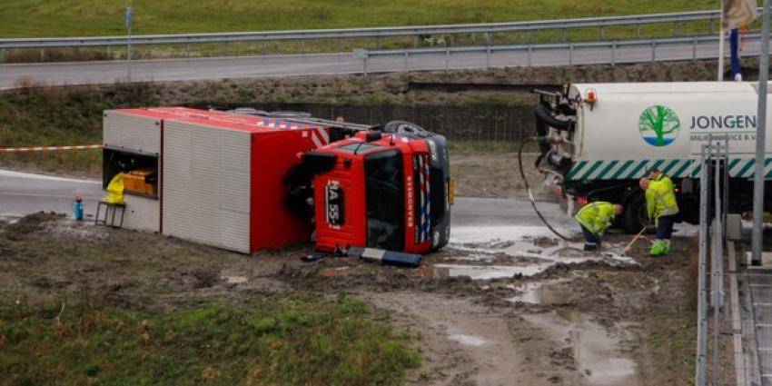Brandweer wagen op zijn kant | Flashphoto | www.flashphoto.nl