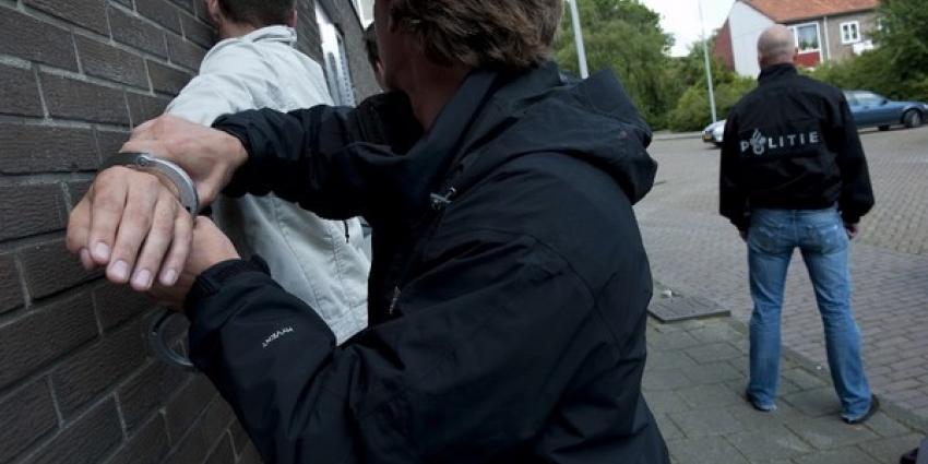Verdachte springt uit raam om aan de politie te ontkomen