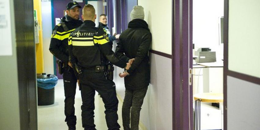 Foto van aanhouding in politiebureau
