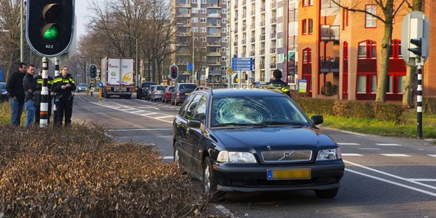Meisje op fiets gewond na botsing met auto