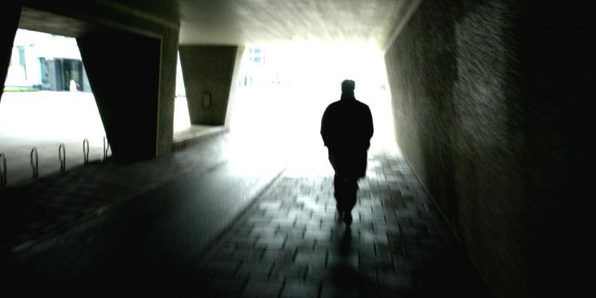 Politie zoekt jongeman op skateboard die getuigen was van poging verkrachting