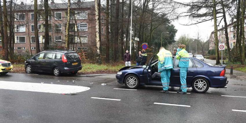 Veel schade na aanrijding twee auto's in Zeist