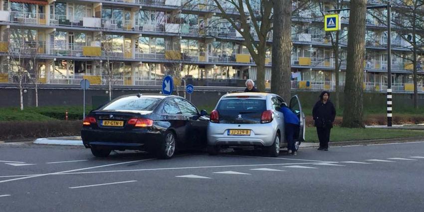 Auto's botsen in Schiedam