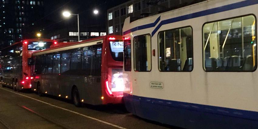 Kettingbotsing tussen bussen en tram
