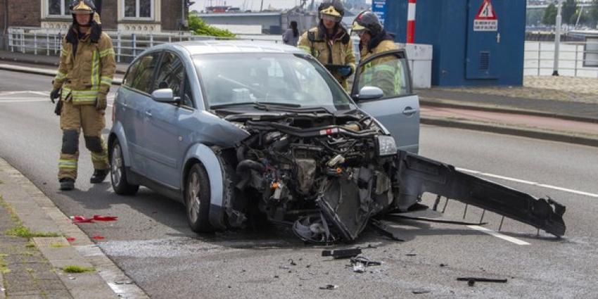 Flinke ravage na aanrijding met drie auto's