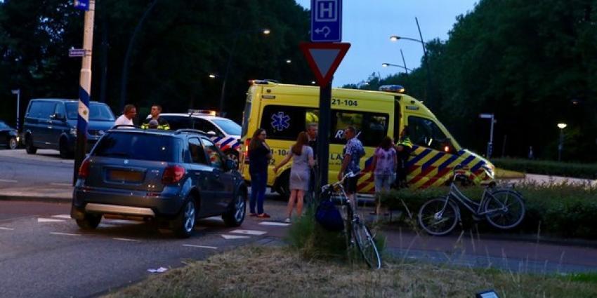 Fietster gewond bij aanrijding met auto op rotonde in Boxtel