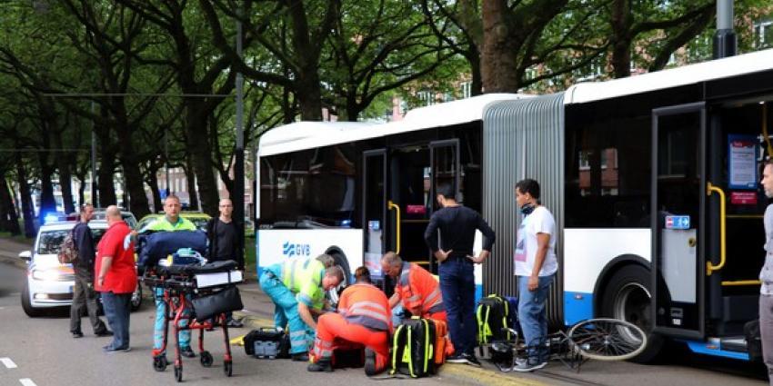 Fietser gewond door aanrijding met stadsbus