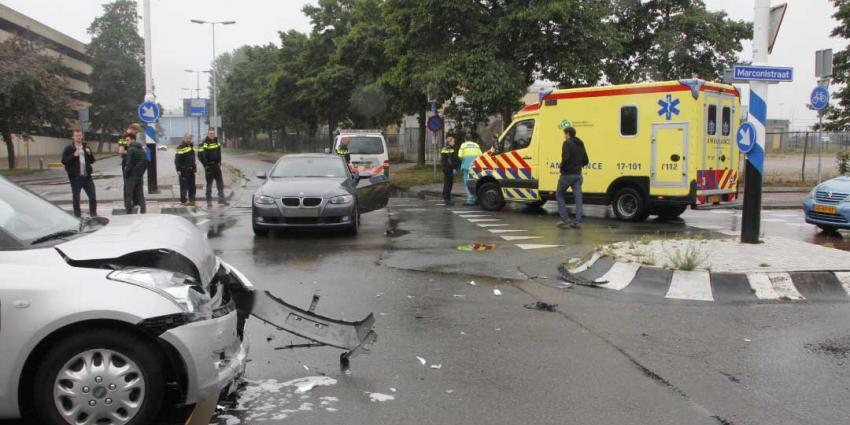 Veel schade bij aanrijding tussen twee auto's
