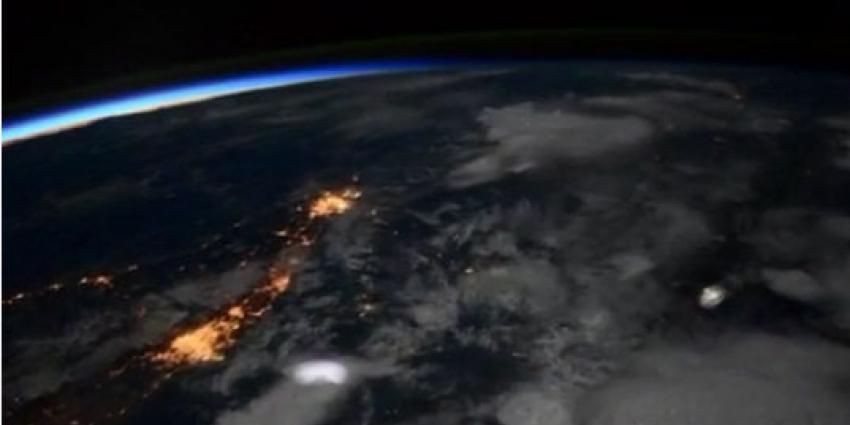 astronauten filmen bliksem op aarde vanuit de ruimte | blik op nieuws