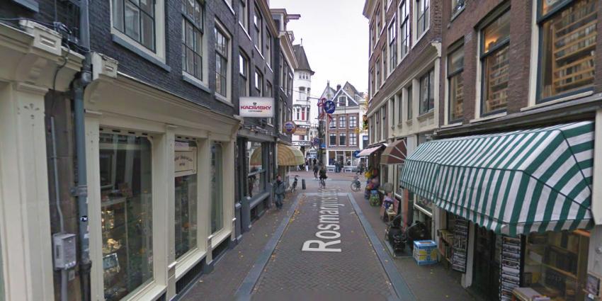 Naakte man valt uit raam Amsterdam en overlijdt