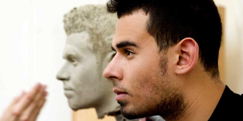 Afrojack poseert voor beeldhouwers Madame Tussauds