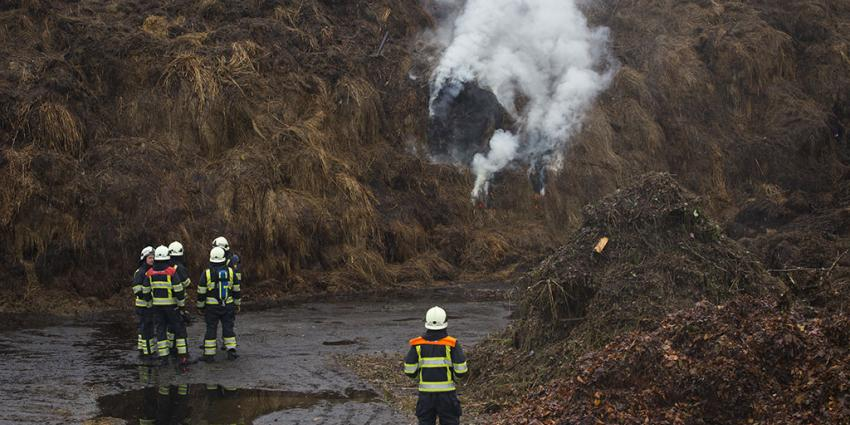foto van brand in compost   Sander van Gils   www.persburosandervangils.nl