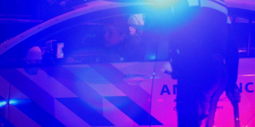 Stomdronken vrouw 'parkeert' auto midden op de weg