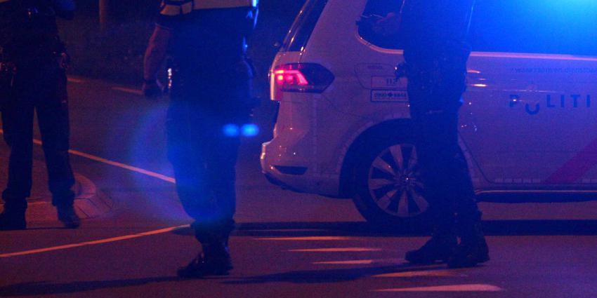 Man probeert na rijden door rood licht politieauto te rammen